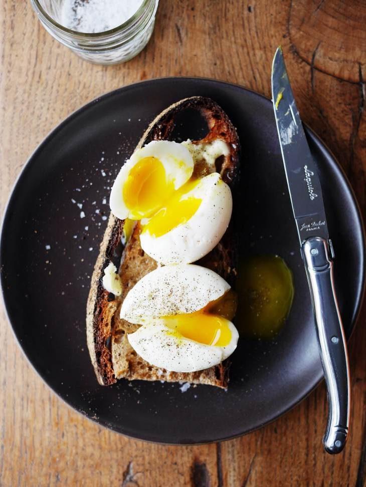 How to make perfect 6-minute soft-boiled eggs on toast on Mostess.co